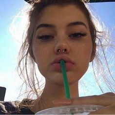 7 Things to Consider Before Getting a Septum Piercing Give your face some sass. 7 Things to Consider Before Getting a Septum Piercing Give your face some sass. Septum Piercings, Percing Septum, Innenohr Piercing, Septum Piercing Jewelry, Smiley Piercing, Face Peircings, Cute Nose Piercings, Septum Ring, Girls With Nose Piercing
