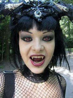 Der Vampir Scary Vampire, Female Vampire, Vampire Queen, Vampire Girls, Vampire Art, Vampire Fangs, Hot Vampires, Vampires And Werewolves, Tim Burton