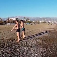 Very impressive synchronised flips Amazing Gymnastics, Gymnastics Videos, Tumblr Funny, Funny Memes, Funny Captions, Funny Cute, Hilarious, Wow Video, Dance Videos