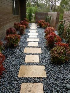 Front Yard Garden Design best Small yard landscaping images - It doesn't need to be big to have a good landscaping. When you have a small yard, there is always room for modifications. Small yard landscaping ideas are Small Front Yard Landscaping, Landscaping Images, Landscaping With Rocks, Modern Landscaping, Garden Landscaping, Landscaping Design, Backyard Designs, Florida Landscaping, Garden Paths