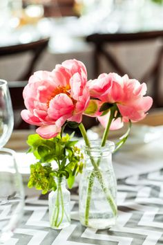 These peonies are so pretty they almost don't look real - trust us, they are.   Photography: Evan Hunt Photography - www.evanhuntphoto.com/
