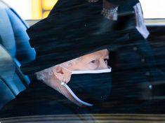 Queen Elizabeth hat am Samstag ihren Mann Prinz Philip beerdigt. Ein Foto berührte dabei besonders stark.Prinz Philip wurde am Samstag (17.4.) in derSt. George's Chapel beigesetzt. Die Trauerfeier fand Prinz Philip, Stark, Royals, News, Painting, Pictures, Sad Pictures, Duchess Kate, Painting Art