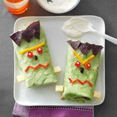 Frankenstein Boo-ritos Recipe -Hen makes these burritos tremendous kid-friendly, and it doesn't get lots easier than placing them collectively. —Clara Coulson Minney, Washington Court docket Home, Ohio Halloween Snacks, Creepy Halloween Food, Halloween Dishes, Halloween Party Themes, Halloween Fun, Spooky Scary, Halloween Recipe, Healthy Party Snacks, Snack Recipes