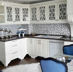 Kitchen cabinets, the design of our landlord . Interior Design Kitchen, Modern Interior Design, Interior Design Living Room, Living Room Designs, Kitchen Cupboard Doors, Modern Kitchen Cabinets, Kitchen Decor, Boys Room Design, Blue Bedroom