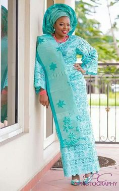 Latest aso-oke colors in South Africa and Nigerian wedding - Reny styles African Fashion Designers, Latest African Fashion Dresses, African Dresses For Women, African Women, African Beauty, African Wedding Attire, African Attire, African Wear, African Outfits