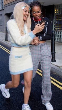 Jan 2019 - This Pin was discovered by ari👼🏠Friend Outfits, Girl Outfits, Cute Outfits, Fashion Outfits, 2000s Fashion, Girl Fashion, Fashion Angels, Angel Outfit, Vogue