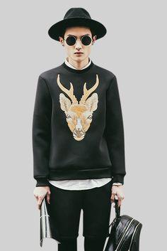 Fashion Men's Elk Print Sweatshirt. Free 3-7 days expedited shipping to U.S. Free first class word wide shipping. Customer service: help@moooh.net