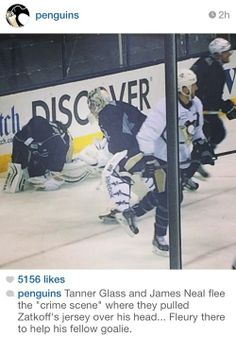Tanner Glass & James Neal flee the crime scene where they pulled Jeff Zatkoff's jersey over his head. Fleury comes over to help his fellow goalie Usa Hockey, Hockey Baby, Hockey Goalie, Hockey Players, Pens Hockey, Hockey Memes, Funny Hockey, Hockey Stuff, Pittsburgh Sports