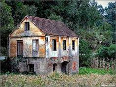 Resultado de imagem para casas antigas abandonadas