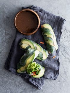 avocado summer rolls // The Tart Tart #glutenfree #vegetarian #vegan