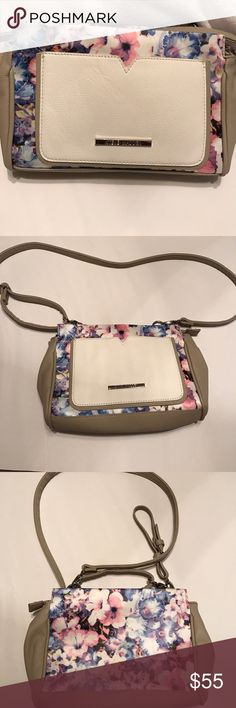 STEVE MADDEN FLORAL CROSSBODY BAG  This bag is practically brand new. Only wore once and it's just been sitting in my closet. Steve Madden Bags Crossbody Bags