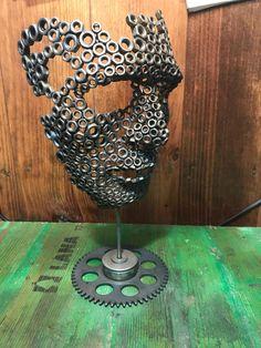 mascara realizada con metal reciclado de coches y motos , espectacular para decoracion .