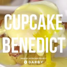 How to Make Cupcake Eggs Benedict #darbysmart #recipes #breakfast #eggrecipes #cupcakes #baking #brunch #brunchrecipes #bacon #maplesyrup
