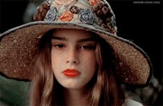 See what dulce sueños found on We Heart It, your everyday app to get lost in what you love. Aesthetic People, Aesthetic Gif, Retro Aesthetic, Pretty Baby Movie, Pretty Baby 1978, Brooke Shields Joven, Brooke Shields Young, Makeup Inspiration, Character Inspiration