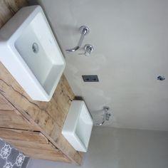 mooi met kalkverf Grey Walls, Attic, Toilet, Bathrooms, Sink, Bathtub, Decor Ideas, Google, Home Decor