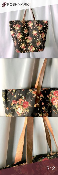 ea4245a09a Forever 21 large floral tote This Forever 21 large floral tote is perfect  for all you