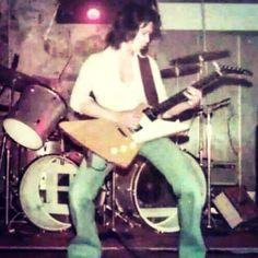 Early photo of Ed. Van Halen 5150, Gibson Explorer, Metal Horns, Greatest Rock Bands, Eddie Van Halen, Joy Division, Gibson Les Paul, Music Photo, Music Stuff