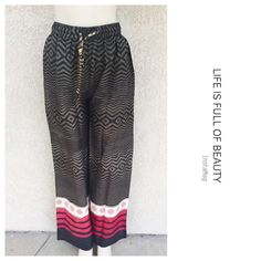 Wide leg pants Very comfortable printed wide leg pants with drawstring . 🔹Measures : Length : 42 inseam : 30🔹Material :100%Rayon. Color is olive green . Pants Wide Leg