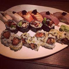 #sugoi #sugoitime #sushi #sushitime #japo #japanese #japones #food #instafood #instasushi #japotime #santcugat #restaurant #aburi #maki #nigiri #salmon #toro #tuna #anguila #dinner #cena #hamachi #yummy  by vtorradas