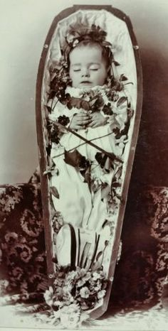 Post-Mortem-of-Dead-Baby-Infant-in-Casket-Coffin-Cabinet-Card-Photo-Late-1800s