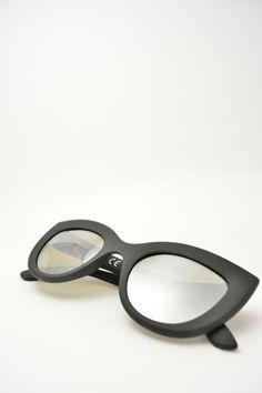 Logos PAOLA black matte sunglasses #sunglasses #blackmirrored #logos #butterfly #butterflyshape #blackmatte #bassanodelgrappa #designglasses #design #cheap online store at www.bassanooptical.com