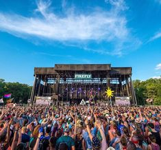 Get travel tips for attending Firefly Music Festival. From what to pack to what to how to glamp. Firefly Music Festival, Music Festivals, Festival Photography, Packing Tips For Travel, Music Lovers, Delaware, Cool Bands, Bring It On, Earth