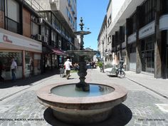 PEATONAL BACACAY, Montevidéu, Uruguai Rua de pedestres na parte histórica da cidade. Começa na Peatonal Sarandi e termina em frente ao belo Teatro Solis. Foto : Cida Werneck
