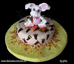 *SORRY, no information on product used, FOREIGN ~ MONA DE PASCUA by Dulce decoración (modelado - tartas decoradas), via Flickr