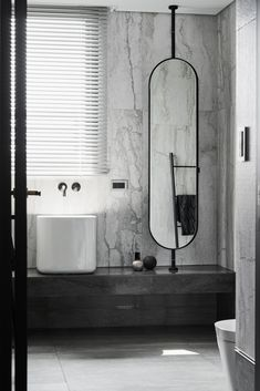 7 Amazing Black and White Bathroom Cozy Decoration! Find ideas for Bathroom with many of inspiring photos from design professionals. Bad Inspiration, Bathroom Inspiration, Bathroom Toilets, Bathroom Faucets, Washroom, White Bathroom, Modern Bathroom, Neutral Bathroom, Tadelakt