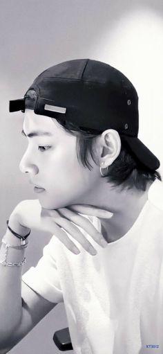 Kim Taehyung, Jhope, Namjoon, Daegu, Foto Bts, V Bts Cute, V Bts Wallpaper, Bts Aesthetic Pictures, Korean Boy Bands