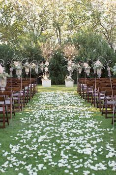 Photography: Sarah Kate - sarahkatephoto.com  Read More: http://www.stylemepretty.com/2014/05/06/urban-english-garden-inspired-wedding/