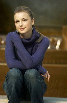 Emily VanCamp - star of REVENGE