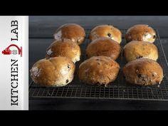 Ατομικά σταφιδόψωμα Επ. 19   Kitchen Lab TV - YouTube Muffin, Healthy Eating, Snacks, Cooking, Breakfast, Breads, Recipes, Food, Youtube