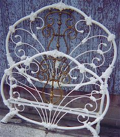 Top of the Food Chain. One of the heaviest recorded iron beds. Antique Iron Beds, Wrought Iron Beds, Iron Furniture, Painted Furniture, Vintage Bed Frame, Vintage Beds, Iron Headboard, Cast Iron Beds, Cool Beds