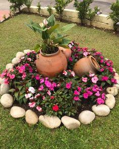 33 creative spring flowers ideas to your garden design 9 - Garden Decor Ideas Garden Deco, Garden Yard Ideas, Garden Crafts, Garden Projects, Garden Art, Small Round Garden Ideas, Patio Ideas, Small Gardens, Outdoor Gardens