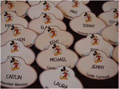 DIY Disney Cast Member Name Tags Escort Cards // Inspired By Dis. For table assignments and cake topper. These were done for a wedding, but would also work for any Disney themed banquet. Disney Diy, Deco Disney, Disney Theme, Disney Crafts, Disney Dream, Disney Magic, Disney Wedding Favors, Disney Inspired Wedding, Wedding Themes