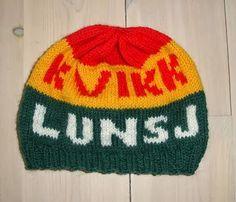 Berits Lille Hobbykrok: Kvikk Lunsj lue mønstrene flyttes hit Fall 2015, Knitted Hats, Knitting Patterns, Knit Crochet, Beanie, My Love, How To Make, Diy, Scandinavian