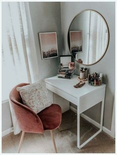 Vanity Style – MAMA A LA MODE – – Diyideasdecoration.club Vanity Style – MAMA A LA MODE – More from my siteSurfer girl fashion style Surfer Mädchen Mode-Stil _ best makeup vanities & cases for stylish bedroom Bowls … Room Ideas Bedroom, Home Decor Bedroom, Bedroom Furniture, Bedroom Table, Bedroom Inspo, Apartment Bedroom Decor, Desk For Bedroom, Living Room And Bedroom In One, Room Decor Bedroom Rose Gold
