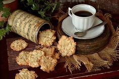Najłatwiejsze ciasteczka z migdałowych płatków, bez mąki, tłuszczu i glutenu, chrupiące i banalnie łatwe do przygotowania.