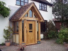 Just another small way Border Oak can help transform your house. The infamous Border Oak porch, as seen on Grand Designs, Build Buy or Resto. Front Door Porch, Front Porch Design, Porch Designs, Porch Uk, Porch Wall, Front Doors, House With Porch, House Front, Sas Entree