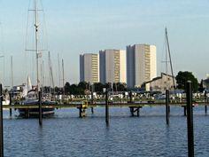 """Burgtiefe ist die größte Marina auf Fehmarn und liegt gut geschützt im Burger Binnensee. Durch den Schwellschutz gilt der Hafen als einer der sichersten und ist auch bei einer """"steifen Brise"""" recht geschützt……mehr unter: http://welt-sehenerleben.de/Archive/928/ostseeinsel-fehmarn-das-sonnige-tor-zur-ostsee/  #Fehmarn #Ostsee #Burgtiefe #Segeln"""