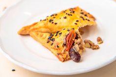 Empanadas mit Faschiertem und Kidneybohnen Empanadas, Ethnic Recipes, Food, Oven, Food Portions, Food Recipes, Meal, Essen, Hoods
