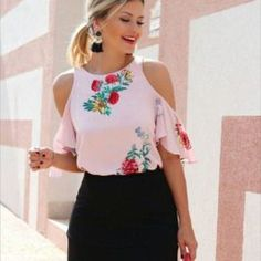 Outfits ideas & inspiration : Today as you can see in the title of the post I want to share with our readers who love fashion, the best patterned blouse designs They are an excellent Summer Outfits, Casual Outfits, Cute Outfits, Fashion Outfits, Womens Fashion, Fashion Trends, Casual Chic, Shorty, Outfit Trends