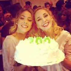 Martina Stoessel y Mercedes Lambre Violetta Disney, Violetta Live, Disney Channel, Ambre, Dove Cameron, Her Music, Celebrities, Aurora, Selfie
