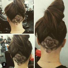 Tendance coiffure : l'undercut   ElleMixe Undercut Long Hair, Undercut Hairstyles, Pretty Hairstyles, Wedding Hairstyles, Updo Hairstyle, Female Undercut, Shaved Undercut, Undercut Women, Undercut Pixie