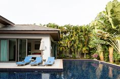 Helt hjem/leilighet i Phuket, Thailand. Grill something tasty on the Masport gas BBQ before dining at the edge of the azure L-shaped private pool. Traditional furniture and artefacts mark...