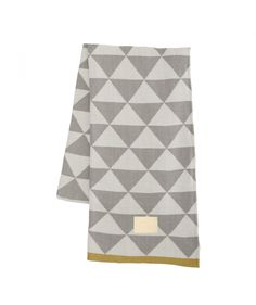 ferm LIVING used their graphic prints to make this gorgeous jacquard knitted blanket. The blanket is made of cotton and the jacquard knit inverts the colou Cotton Blankets, Knitted Blankets, Throw Blankets, Textiles, Plaid Laine, Contemporary Blankets, Cute Blankets, Geometric Throws, Geometric Shapes