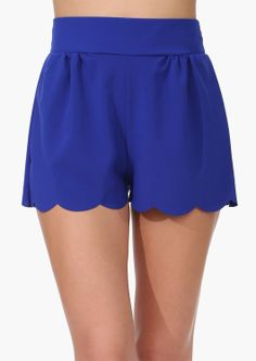 I could pull this style of shorts off, riight? Pretty Outfits, Cute Outfits, Scallop Shorts, Preppy Style, My Style, Modern Fashion, Blue Fashion, Sensual, Cowls