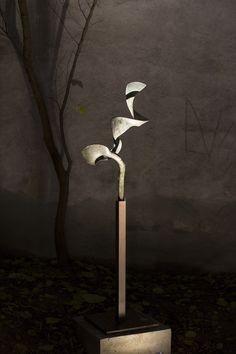Markus Priller, Ohne Titel, Bronze und Eisen, Höhe 179 cm, 2012