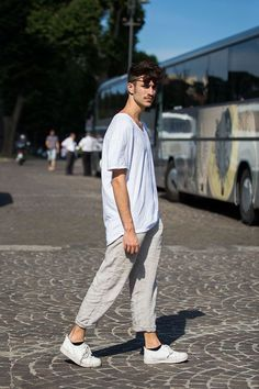 Street Looks from Pitti Uomo Spring/Summer 2016 Menswear Vogue Paris Fashion Week Hommes, La Fashion Week, Fashion Bloggers, Fitz Huxley, Mode Man, Street Looks, Best Mens Fashion, Mode Streetwear, Living At Home